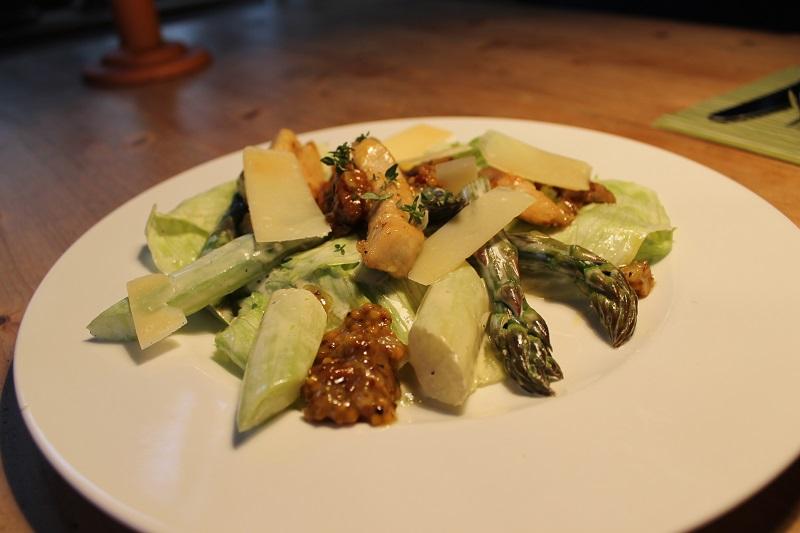 Grüner-Spargel-Cesar-Salat