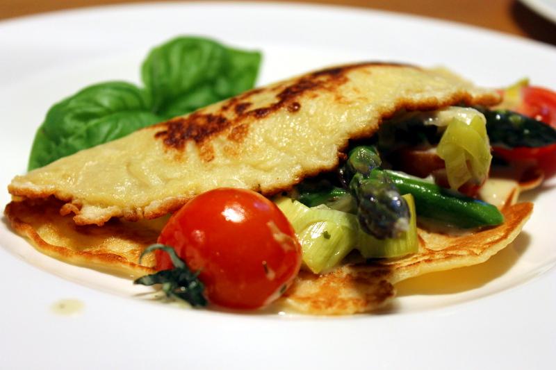 Crepes mit Spargel, Lauch und Gorgonzola