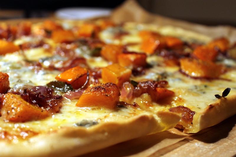 Kürbispizza mit Gorgonzola